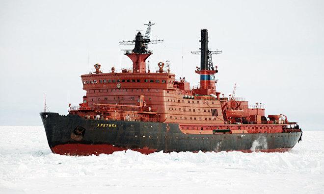 بزرگترین کشتی یخشکن اتمی دنیا به آب افتاد
