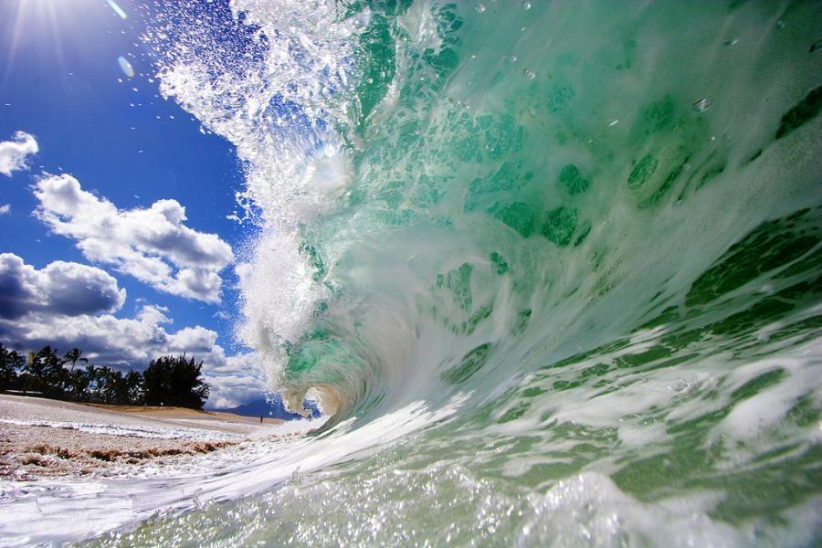 مطالعه اثر بالاروي و روگذري امواج مرتفع بر سازه هاي ساحلي