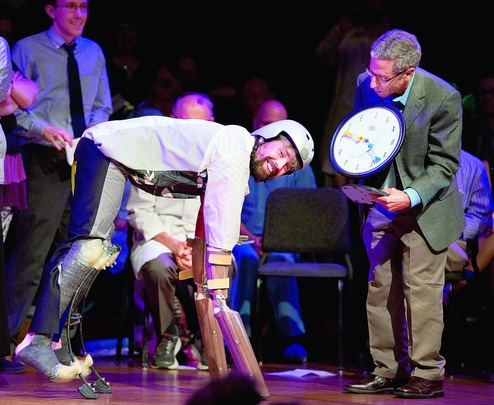 """مضحکترین نوبل ۲۰۱۶ در دستان مردی که """"بز"""" شد"""