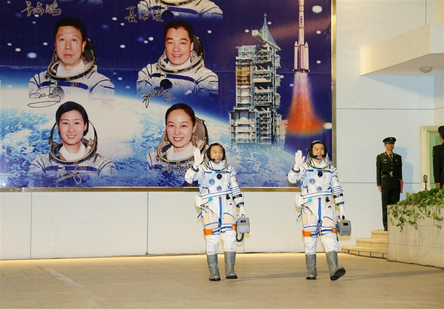 دو فضانورد چینی راهی ایستگاه فضایی «تیان گونگ» شدند + تصاویر