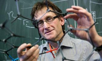 تصویری از برنارد ال فرینگا(Bernard L. Feringa) برنده مشترک نوبل شیمی ۲۰۱۶ که در سال ۲۰۱۳ در دانشگاه گرونینگن گرفته شده است