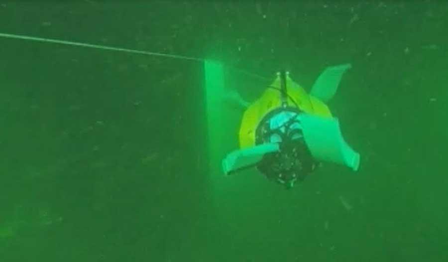 ربات زیرآبی محققان «شریف» آماده غواصی در عملیات دریایی