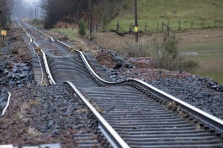 پایش دائم نقاط سانحه خیز خطوط راه آهن برای پیشگیری از زمین لغزش و رانش
