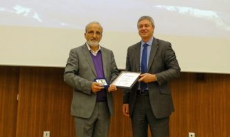 مدال افتخار آژانس بین المللی تحقیقات سرطان به پروفسور ملک زاده اعطا شد