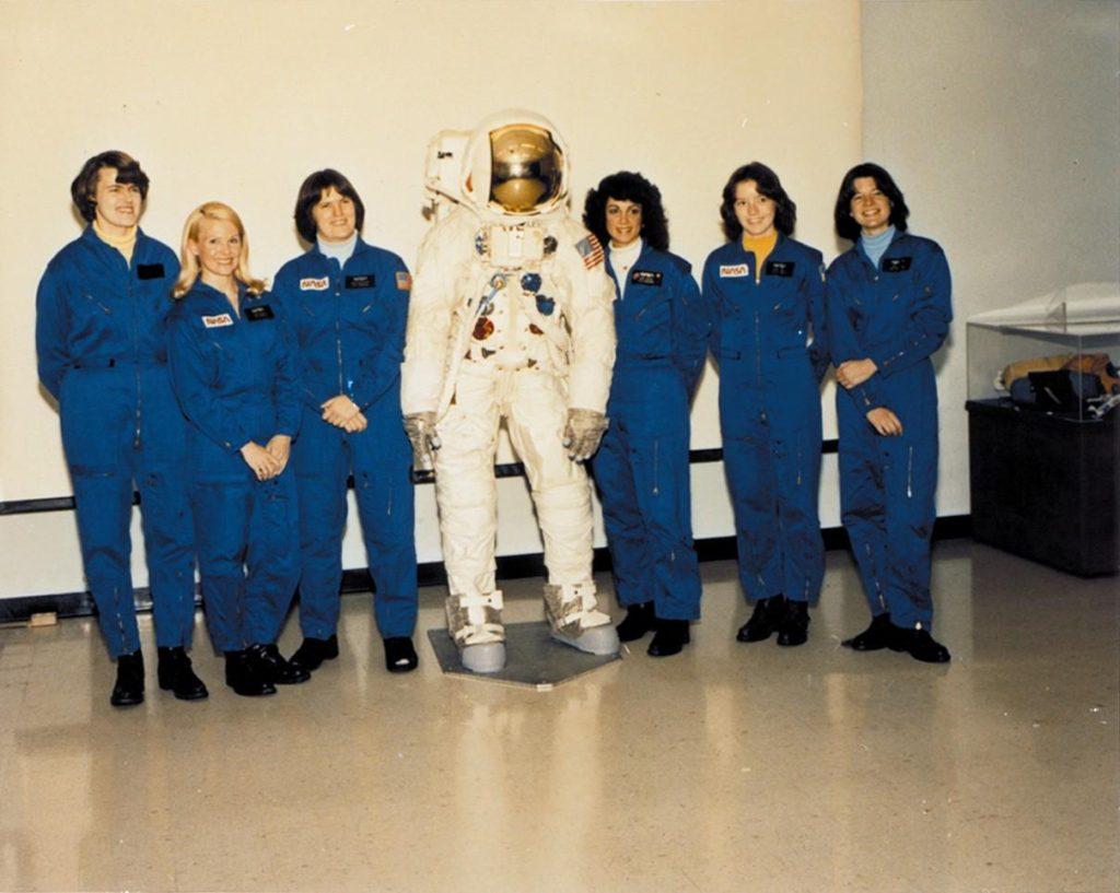 نخستین فضانوردان زن ناسا و مشکل کیف آرایش!