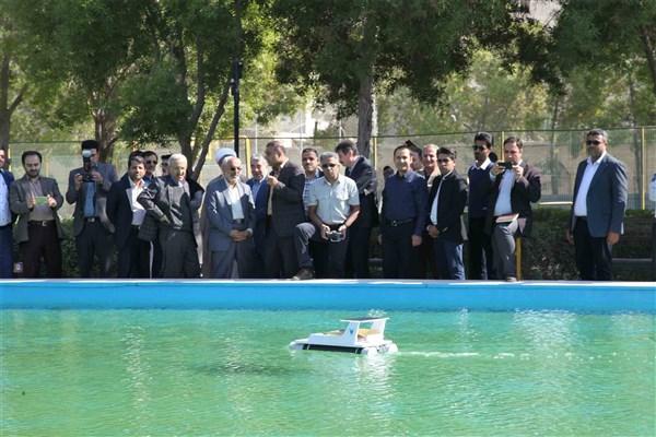 قایق خورشیدی ساخت محققان دانشگاه آزاد بندرعباس رونمایی شد