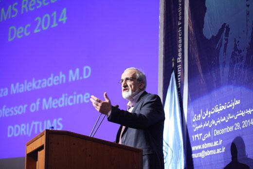ملک زاده در جشنواره «رازی»: دستیابی ایران به رتبه نخست «تولید علم سلامت» منطقه ، ۱۰ سال زوتر از برنامه بود