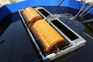 ساخت نمونه صنعتی دستگاه جمع آوری لکههای نفتی از سطح آب در کشور