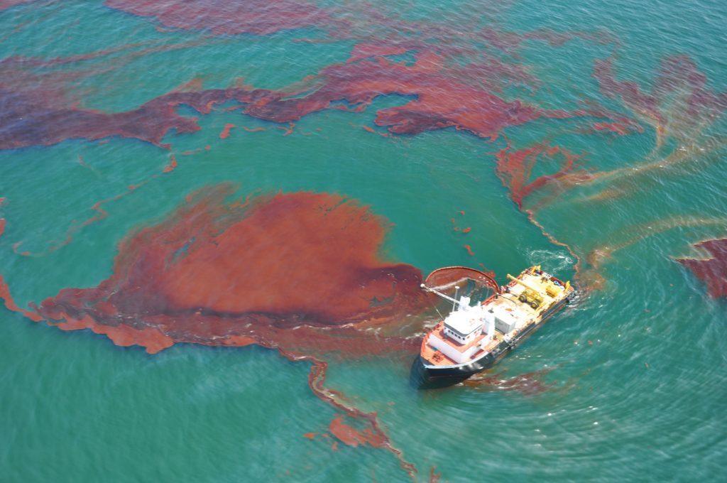 پاکسازی آلودگیهای نفتی دریا با باکتریهای مسلح به گرافن!