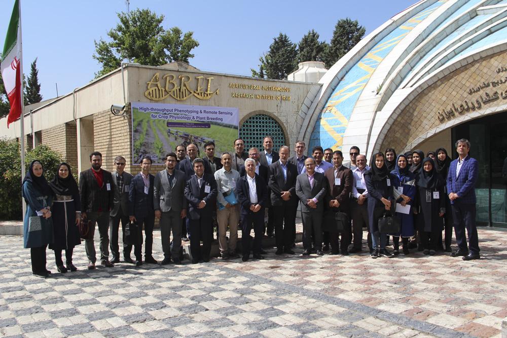 در کارگاه بین المللی پژوهشکده بیوتکنولوژی کشاورزی ارائه شد: کاربرد پهپادها و رادارها در تحقیقات اصلاح نباتات