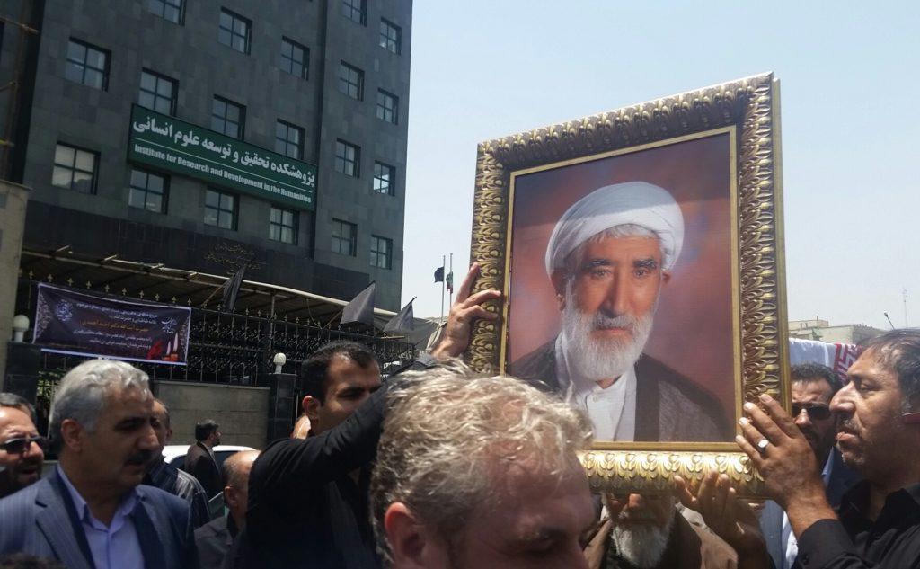 دکتر احمد احمدی در جوار استادش آرام گرفت