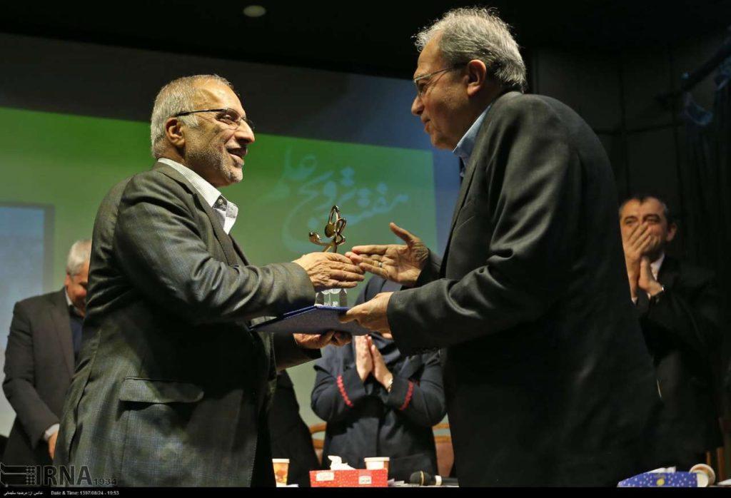 تجلیل از استاد ثبوتی در شب جایزه ترویج علم/ کاشت نهال در بزرگداشت برندگان جایزه ترویج علم