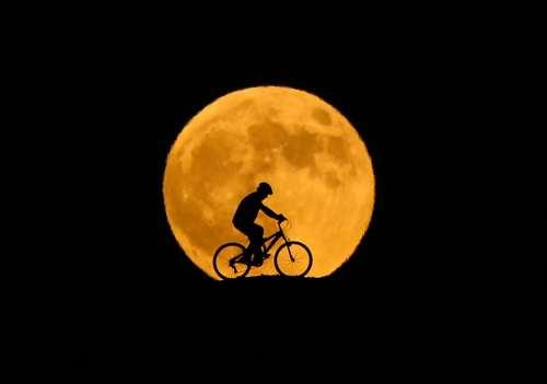 تماشای ماه گرفتگی امشب را از دست ندهید/ فرصتی که تا ۱۱ سال دیگر تکرار نمی شود!