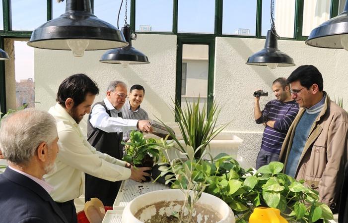 افتتاح نمادین گلخانه تحقیقاتی مرکز تحقیقات بیوشیمی و بیوفیزیک دانشگاه تهران