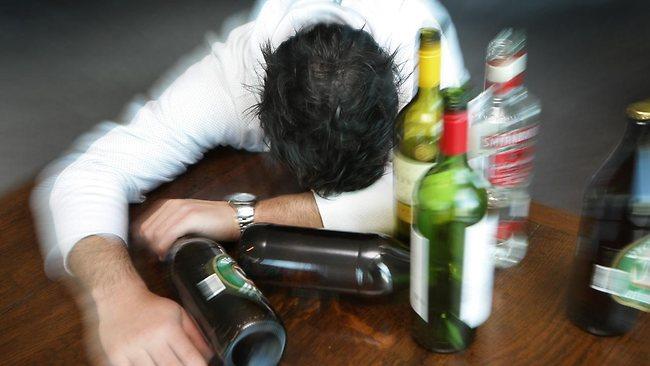 تاثیر کاهش ارزش ریال در افزایش ناگهانی مسمومیت با الکل در ایران/۷۶۸ مورد مسمومیت تنها در چهار هفته