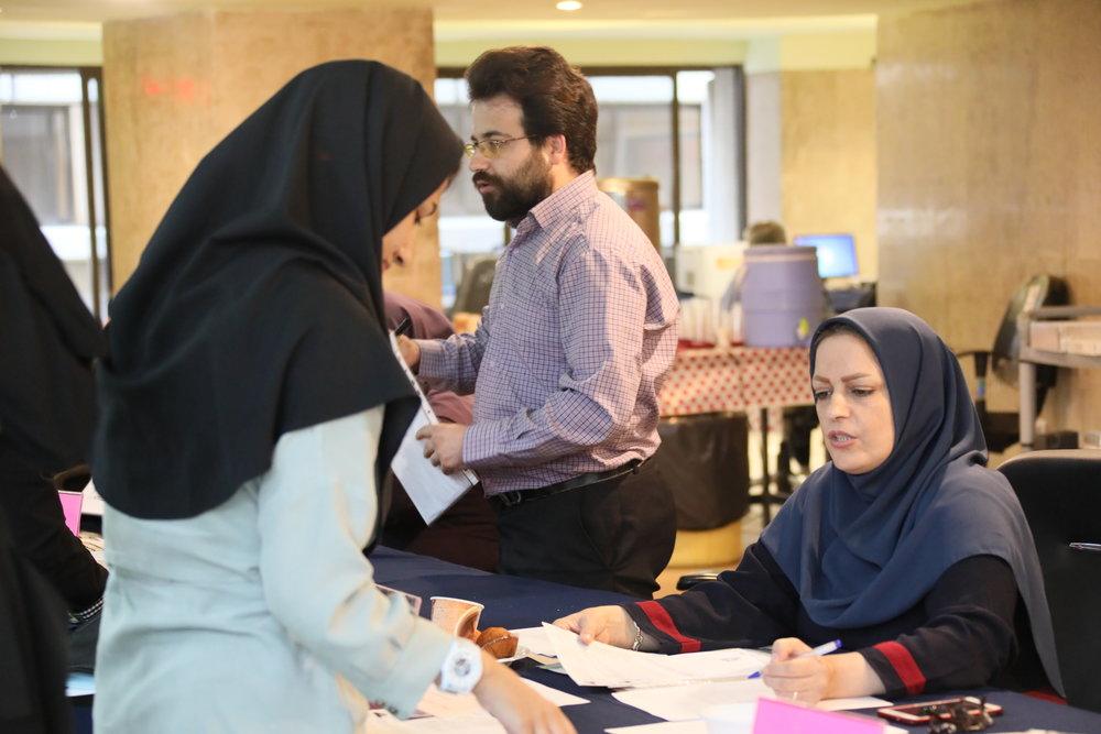 دانشجویان دختر دانشگاه آزاد به محل سکونت والدین یا همسر منتقل میشوند
