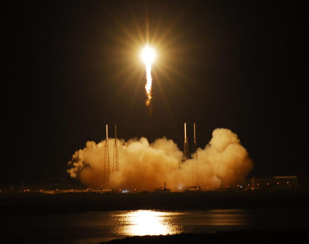 پرتاب شبانه موشک خصوصی با بقایای ۱۵۲ جسد به فضا