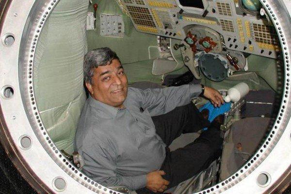 نمایش کلکسیون یادبودهای فضانوردی در موزه علوم و فناوری