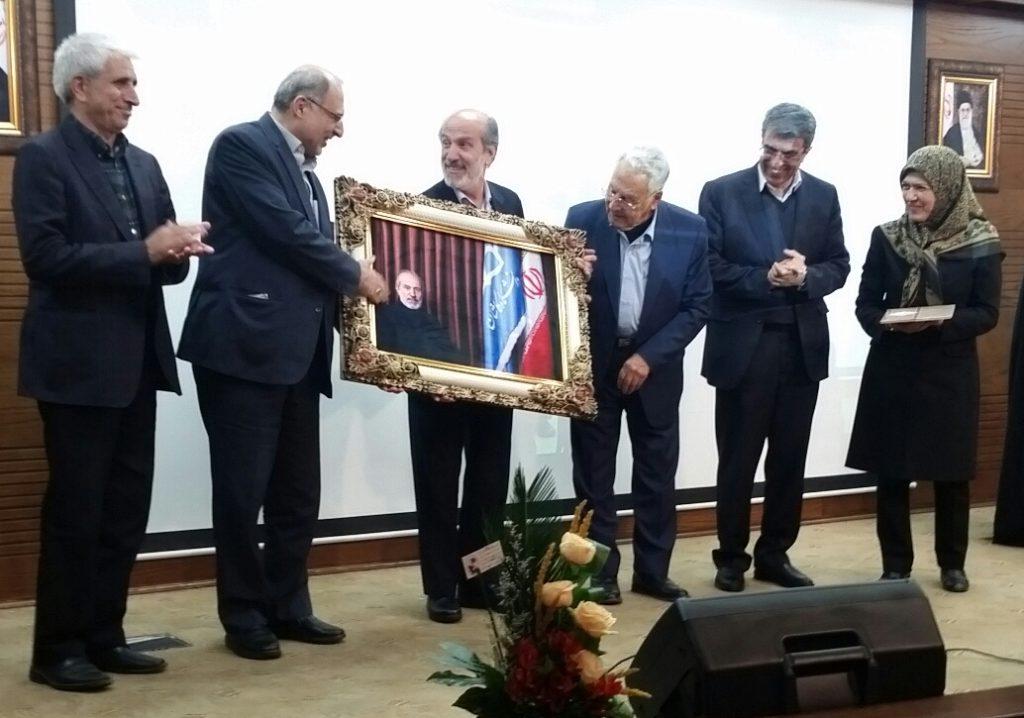 همزمان با مراسم بیستمین دوره جایزه ترویج علم برگزار شد: پاسداشت یک عمر تلاش دکتر رضا منصوری در راه ترویج علم و آگاهی