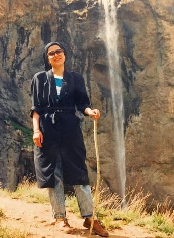 خانواده مرحوم هاله لاجوردی با رد گمانهزنیها: شاهدی برای خودکشی هاله نیافتیم/پزشکی قانونی علت فوت را اعلام نکرده است